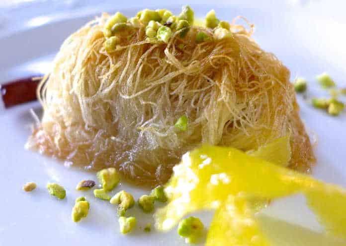 Παραδοσιακό κανταΐφι σιροπιαστό με καρύδια συνταγή